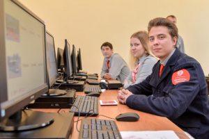 """Свыше 550 сотрудников организации сдали тесты по английскому языку. Фото: """"Вечерняя Москва"""""""