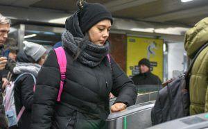 Транспортная карта «Тройка» с изображением парящего моста в «Зарядье» поступила в продажу. Фото: Пелагия Замятина, «Вечерняя Москва»