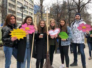 Москва начинается с Арбата: в центре столицы провели общегородской субботник. Фото: Анастасия Аброськина