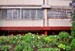 По предписанию Мосжилинспекции управляющая организация покрасила стены в подъезде жилого дома. Фото: архив, «Вечерняя Москва»