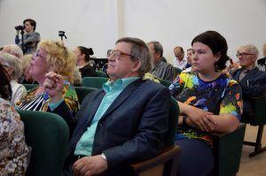 Сотрудники районного центра социального обслуживания пригласили жителей на концерт. Фото: Анна Быкова