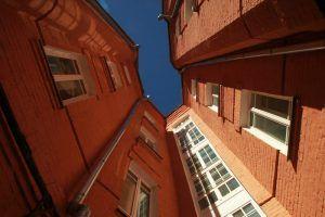 Дом в районе проверили сотрудники «Жилищника». Фото: Наталия Нечаева, «Вечерняя Москва»