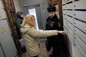 Сотрудники «Жилищника» проверили отселенные дома на территории района. Фото: Максим Аносов, «Вечерняя Москва»