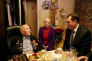 Префект Центрального округа поздравил ветерана Великой Отечественной войны. Фото: Денис Кондратьев