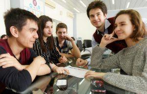 Ученики районной школы примут участие в деловой игре. Фото: Александр Кожохин, «Вечерняя Москва»