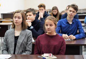 Ученики районной школы приняли участие в презентации Экономического клуба МГИМО. Фото: Денис Кондратьев