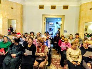 Сотрудники районного центра социального обслуживания организуют концерт. Фото предоставили в ТЦСО «Арбат»