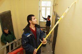 Сотрудники «Жилищника» провели ремонт подъездов в жилых домах района. Фото: Наталия Нечаева, «Вечерняя Москва»