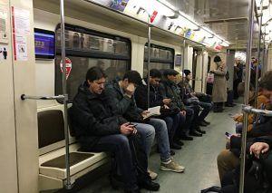 Около трех тысяч вагонов с системой обеззараживания курсируют по столичному метро. Фото: Анна Быкова