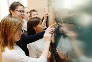 Сотрудники школы №1231 имени Поленова провели практическое занятие. Фото: Наталья Нечаева, «Вечерняя Москва»