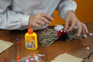 Специальный мастер-класс «Кукла Масленица» организуют для жителей столицы. Фото: Денис Кондратьев