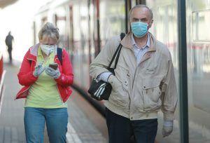 Москвичам напомнили о важности ношения масок и перчаток в общественных местах. Фото: Наталия Нечаева,«Вечерняя Москва»