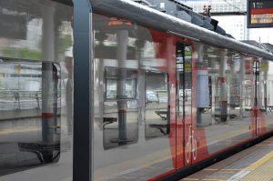 Пассажиры МЦК протестируют чат-бот метрополитена. Фото: Анна Быкова