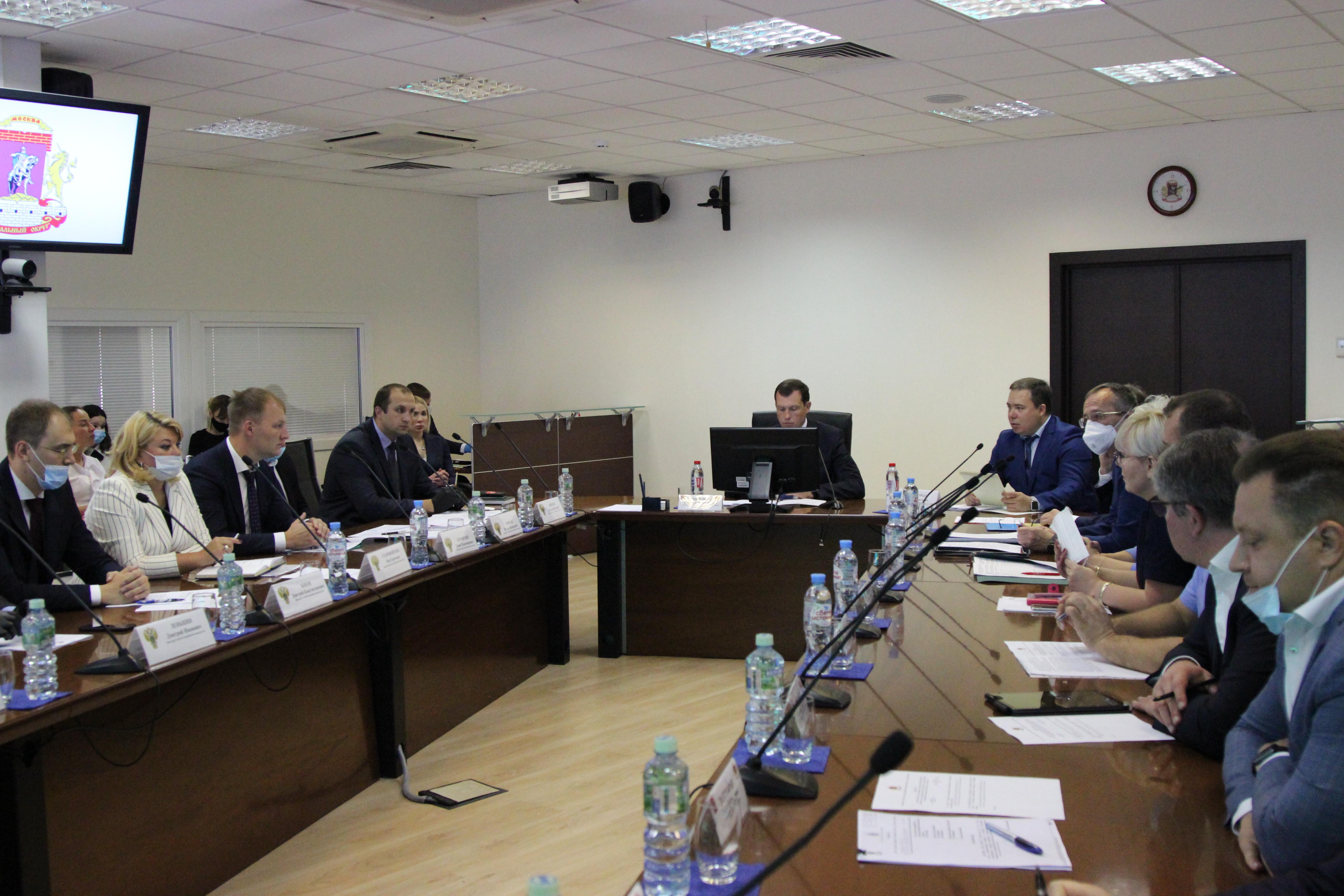 Межведомственное совещание провел префект Владимир Говердовский. Фото предоставили в Префектуре ЦАО