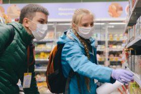 Почти 60 посетителей трех ТРЦ в Москве оштрафовали за отсутствие масок. Фото: сайт мэра Москвы