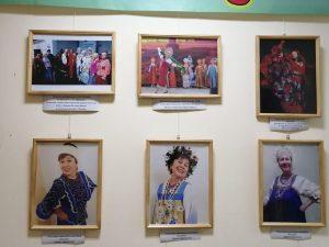 """Выставку «""""Калины"""" цвет – нам 5 лет» разместили в центре социального обслуживания «Арбат». Фото представила руководитель ансамбля «Калина»"""