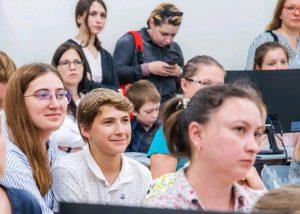 Студентам Москвы рассказали о работе на «Интерн пикнике». Фото: сайт мэра Москвы