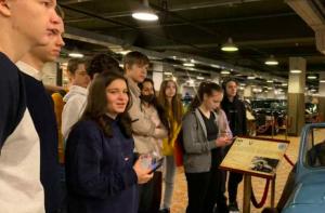 Ученики школы №1234 посетили музей техники Вадима Задорожного. Фото с сайта школы