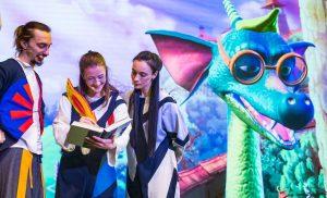 Представители «Дома Гоголя» организуют спектакль для детей. Фото: сайт мэра Москвы