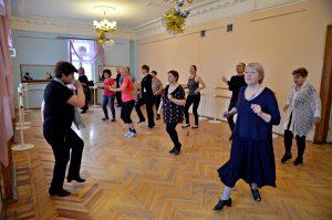 Урок танцевальной терапии проведут сотрудники филиала «Наш Арбат». Фото: Анна Быкова